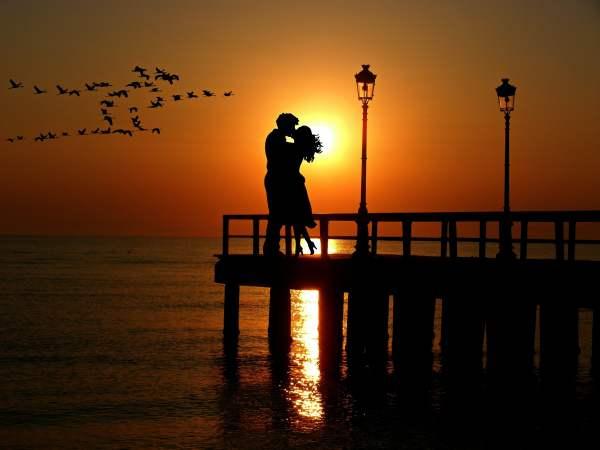 lovers-sunset-romance-abendstimmung-wallpaper