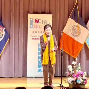 著名诗人王渝在开幕式上发言