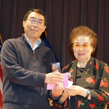 三等奖获奖作者:远在远方(左)